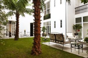 Antiq Palace Hotel yard